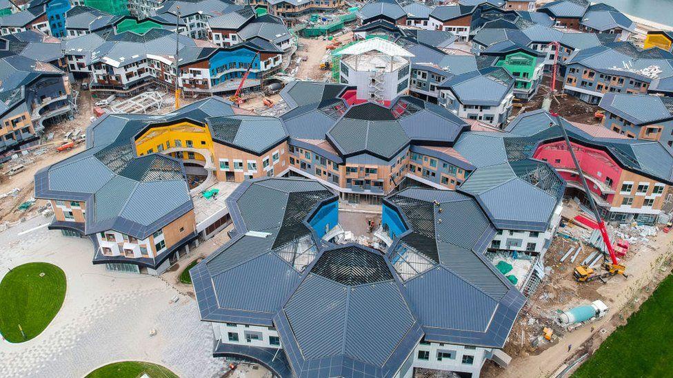Vista aérea de la ciudad de nieve de Taizicheng en construcción en el distrito de Chongli para los Juegos Olímpicos de Invierno de Beijing 2022