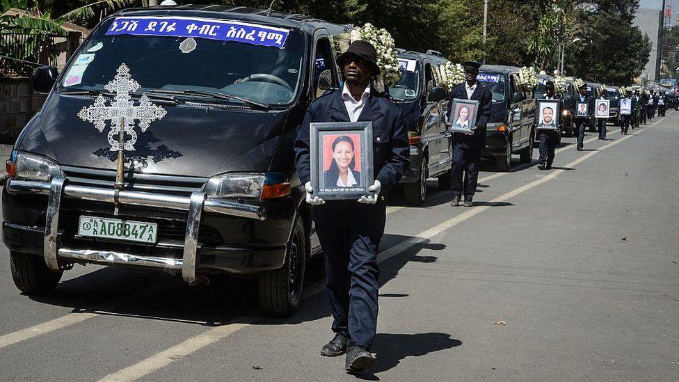 هواپیمای بوئینگ ۷۳۷ خطوط هوایی اتیوپی ۶ دقیقه بعد از بلند شدن از فرودگاه آدیسآبابا سقوط کرد و همه ۱۵۷ سرنشین آن کشته شدند