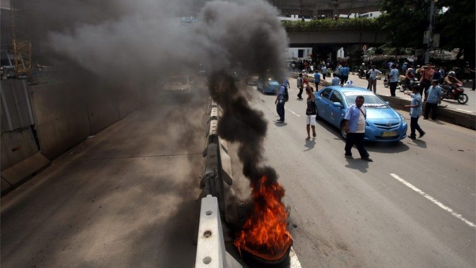 Burning tyres at the protest in Jakarta, Indonesia (22 March 2016)