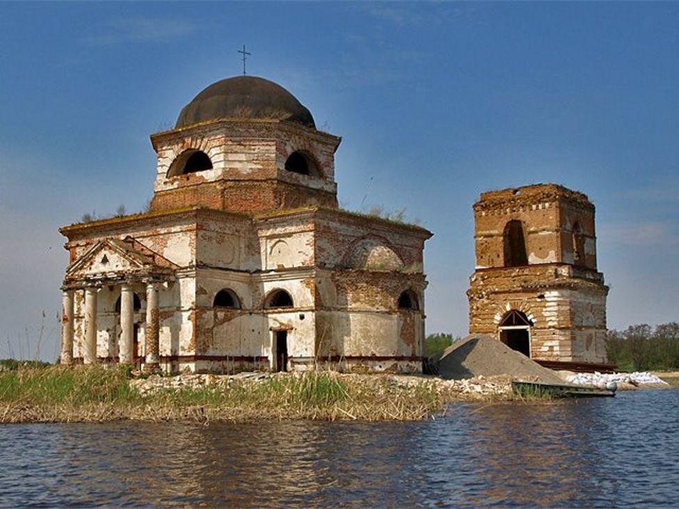 Церква на воді біля Ржищева