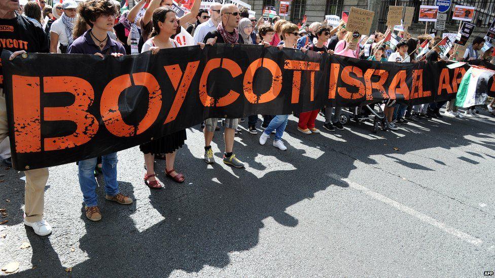 Pro-boycott demonstration in Paris (02/08/14)
