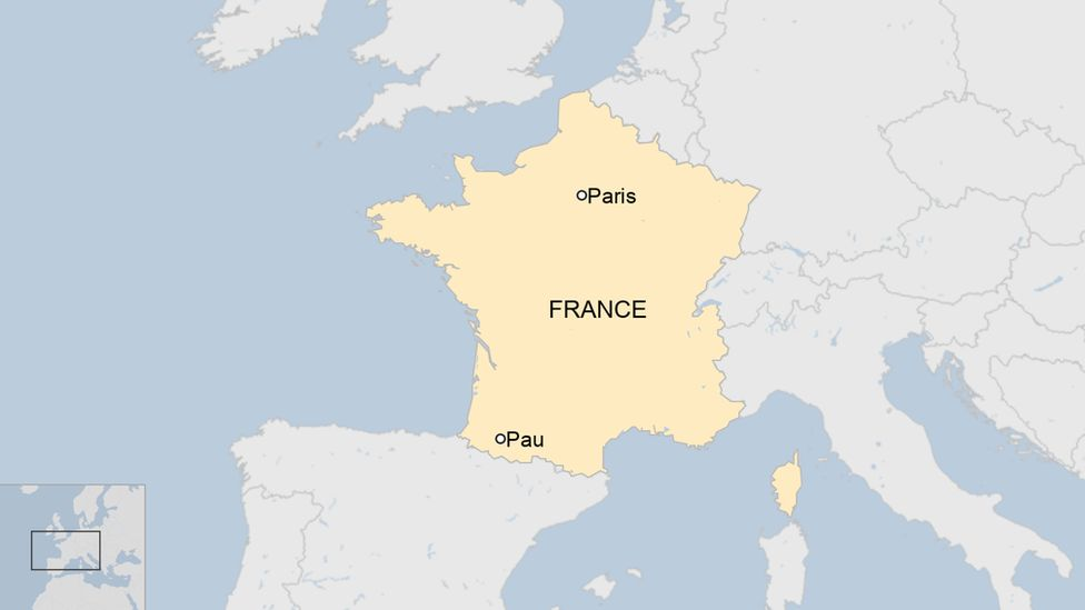 Map of France with Paris and Pau