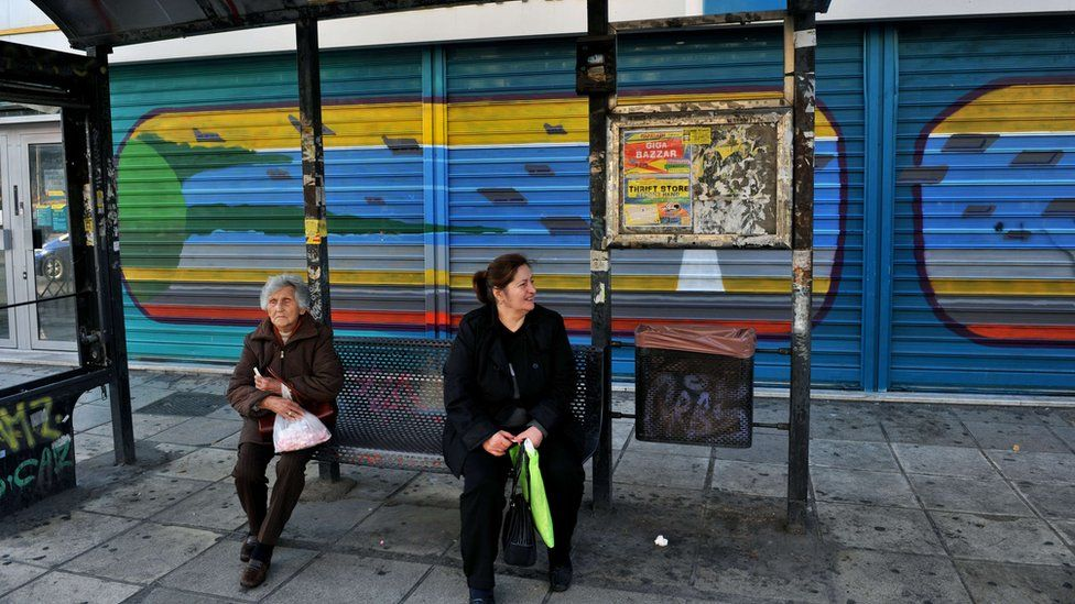 Bus stop in Thessaloniki next to branch of National Bank 12 (Nov)