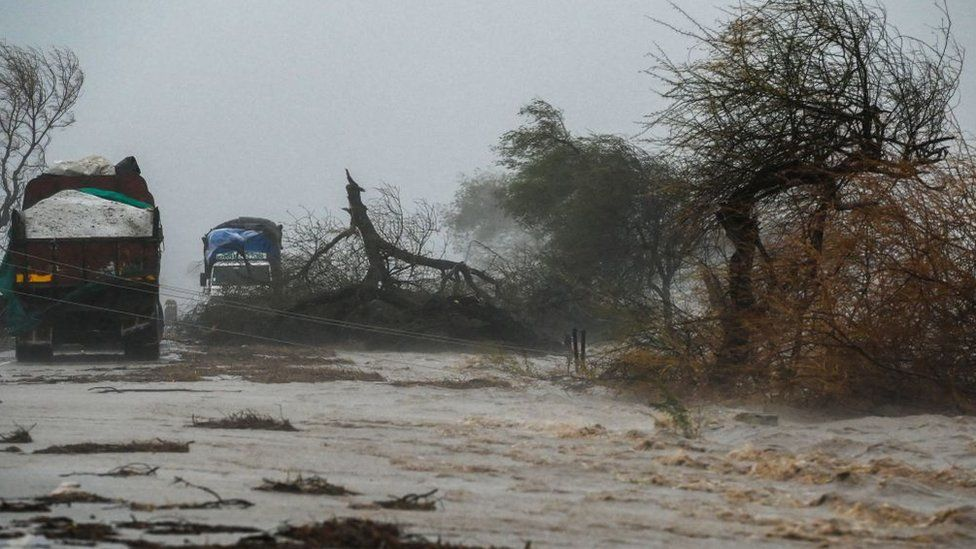 Cyclone Tauktae: Storm weakens after landfall in Covid-battered India - BBC News