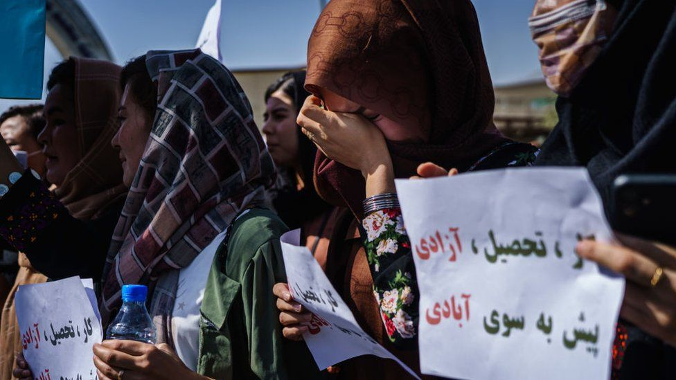 Afghanistan: Protesters defy Taliban intimidation thumbnail