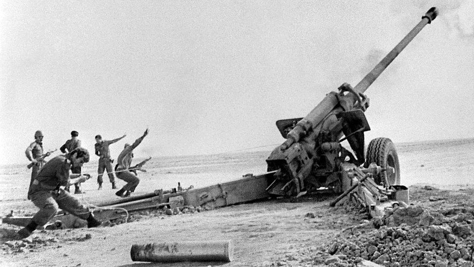Iraqi troops firing on Iranian positions in 1980