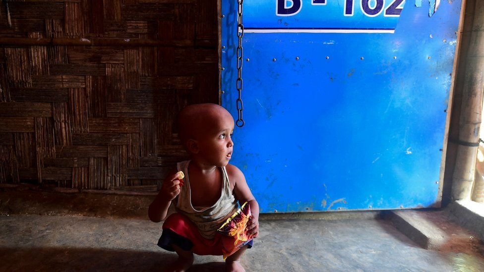 picture of a displaced child in Myanmar