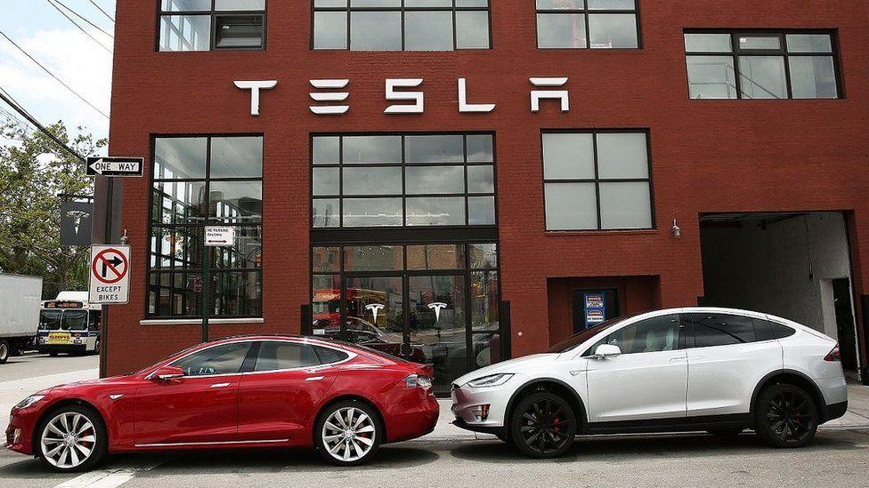 Tesla Model S (left); Model X (right)