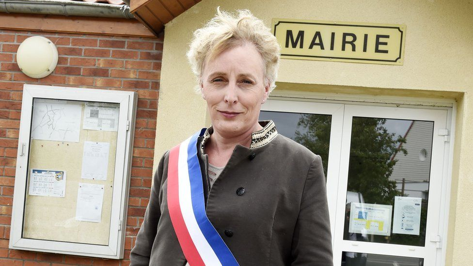 Marie Cau standing in front of the mayor's office in Tilloy-lez-Marchiennes