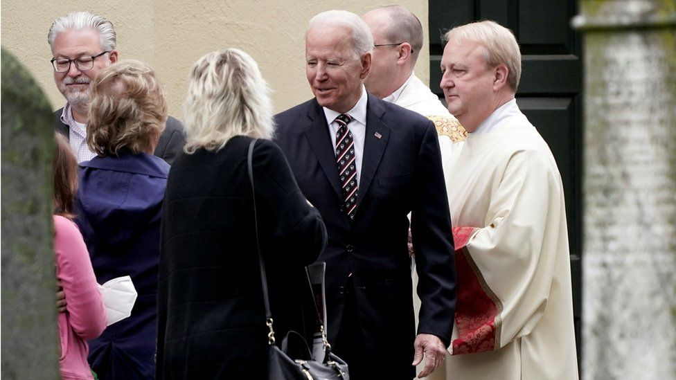 Abortion rights: US Catholic bishops face clash with Biden - BBC News