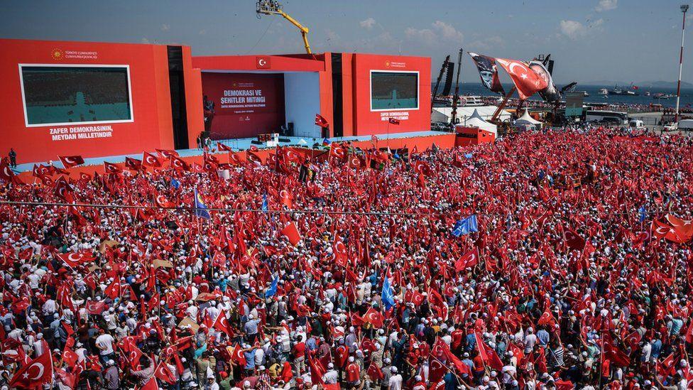 Yenikapı'da üç partinin katılımıyla 'Demokrasi ve Şehitler Mitingi'