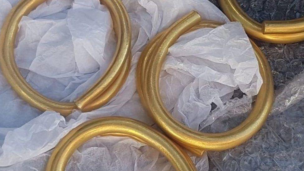 Gold artefacts