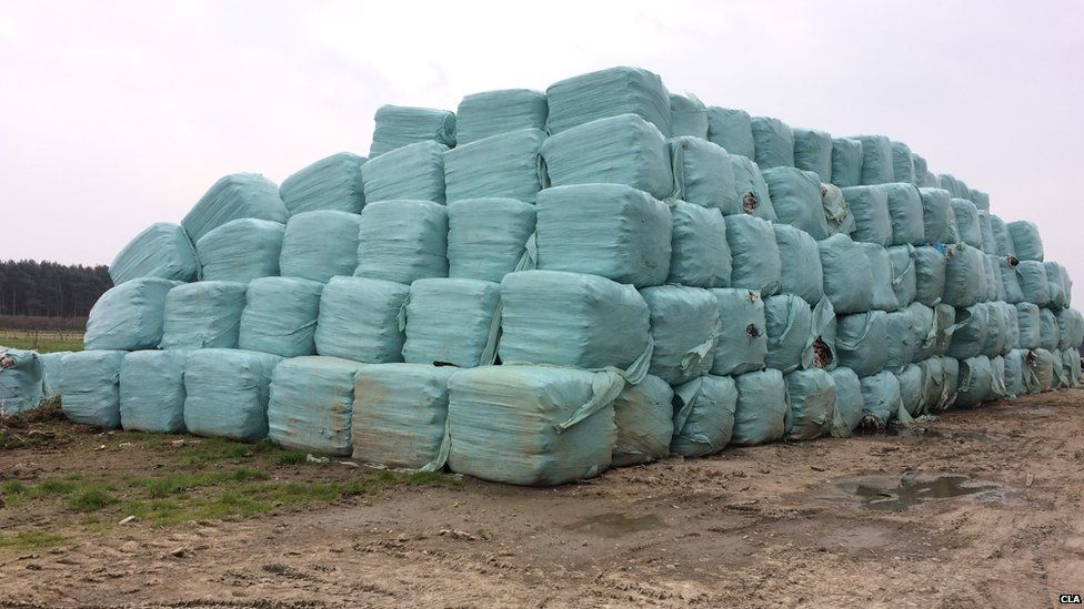 Tonnes of waste was dumped on the Nottinghamshire and Lincolnshire border.
