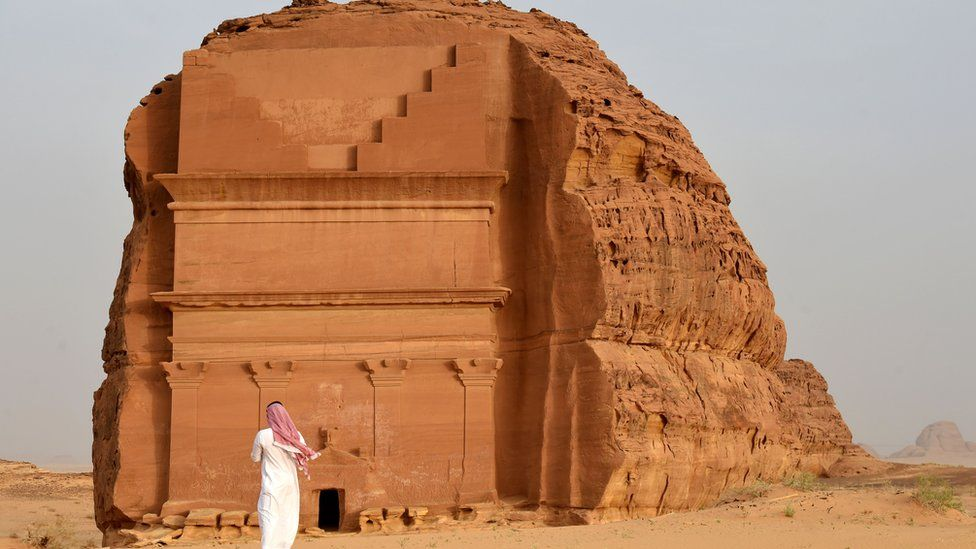 Saudi Arabia to open up to foreign tourists with new visas