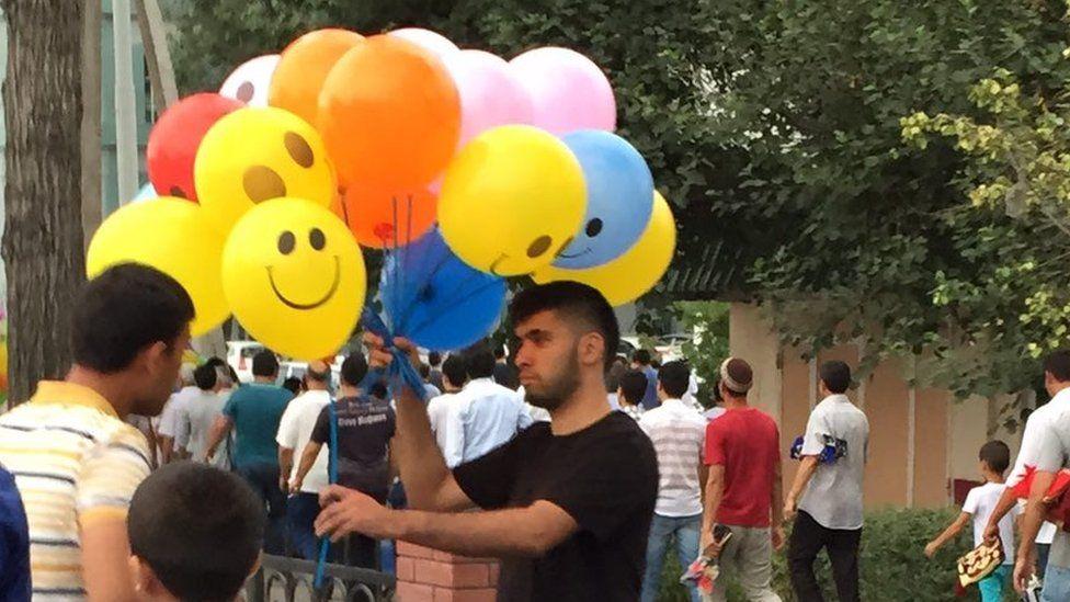 A balloon seller in a Tashkent, Uzbekistan street