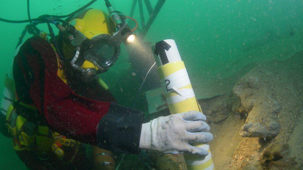 Diver excavating the Rooswijk