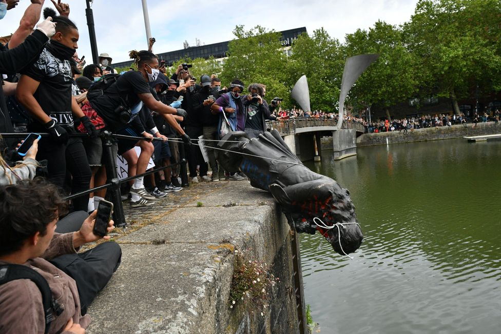 Protesters throwing a statue of Edward Colston into Bristol harbour
