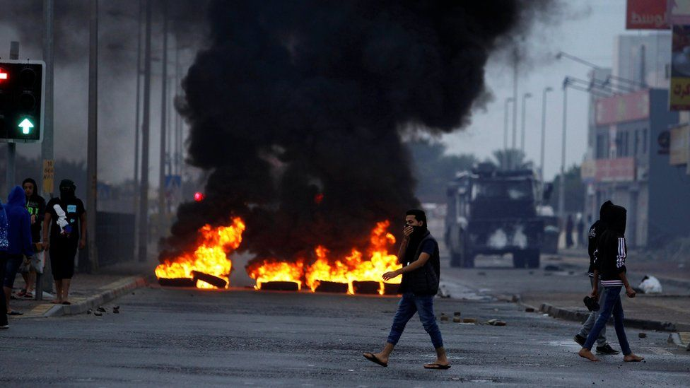 Anti-government protesters burn tyres and block a road during a protest to mark the 6th anniversary of the 14 February uprising in Bahrain, in the village of Sitra, south of Manama (14 February 2017)