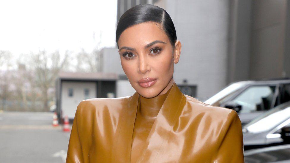 Kim Kardashian di Paris, Prancis, pada Maret 2020