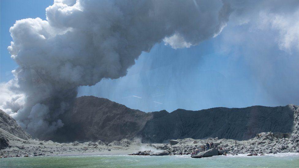 Resultado de imagen para Súbita erupción deja al menos 5 muertos en Nueva Zelanda