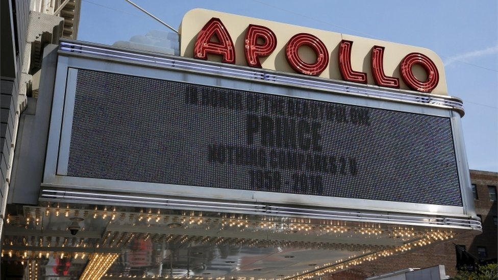 """A sign at the Apollo Theatre in New York reads: """"In honour of the beautiful one, Prince. Nothing compares 2U. 1958-2016"""""""
