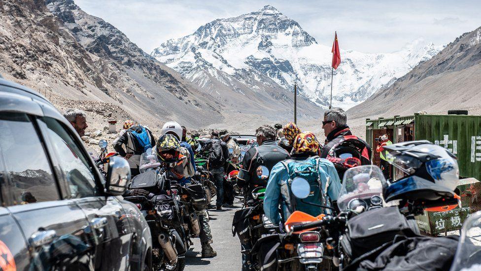 riders at China border