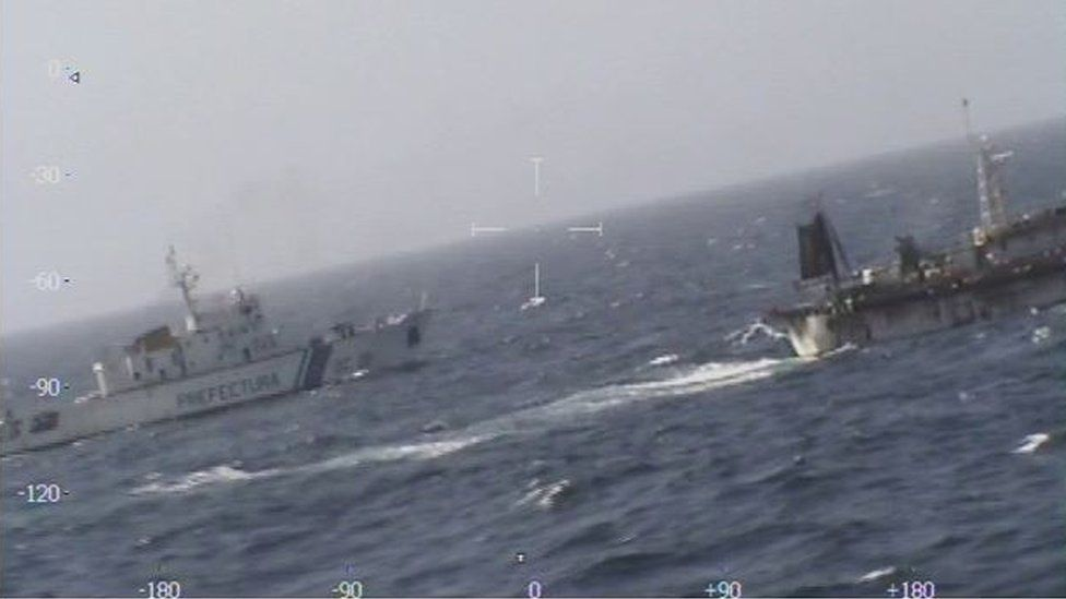 Argentine coastguard vessel chases Chinese fishing vessel (14 March) - published on the website of the Prefectura Naval de Argentina