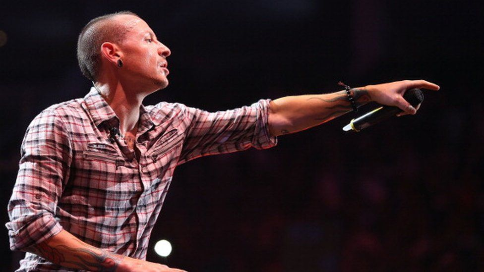 Chester Bennington performing in Monterrey, Mexico (12 September 2012)