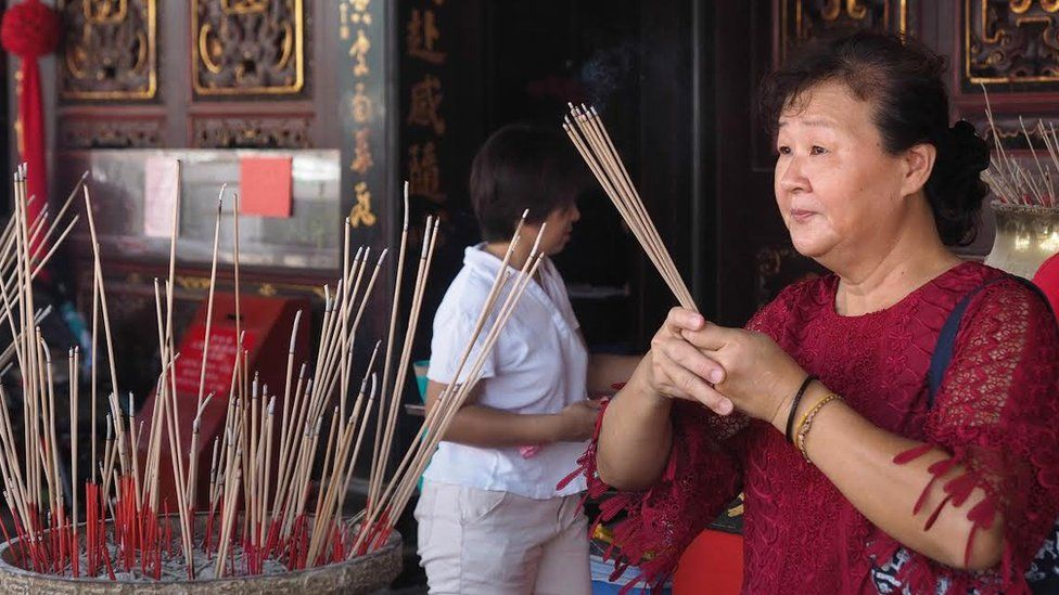 Chinese worshipper