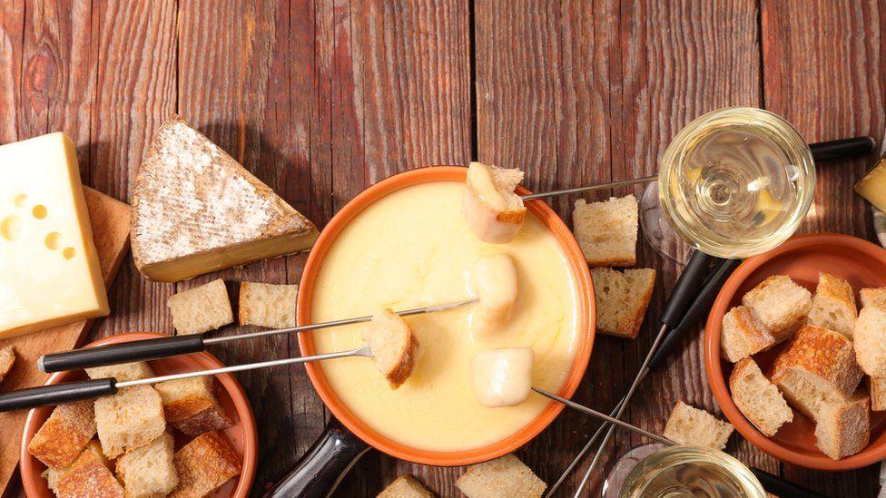A fondue set