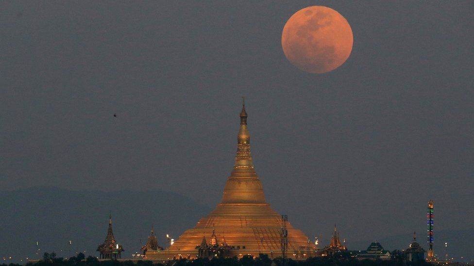 The super blue blood moon rises above the sky in Naypyitaw, Myanmar, 31 January 2018