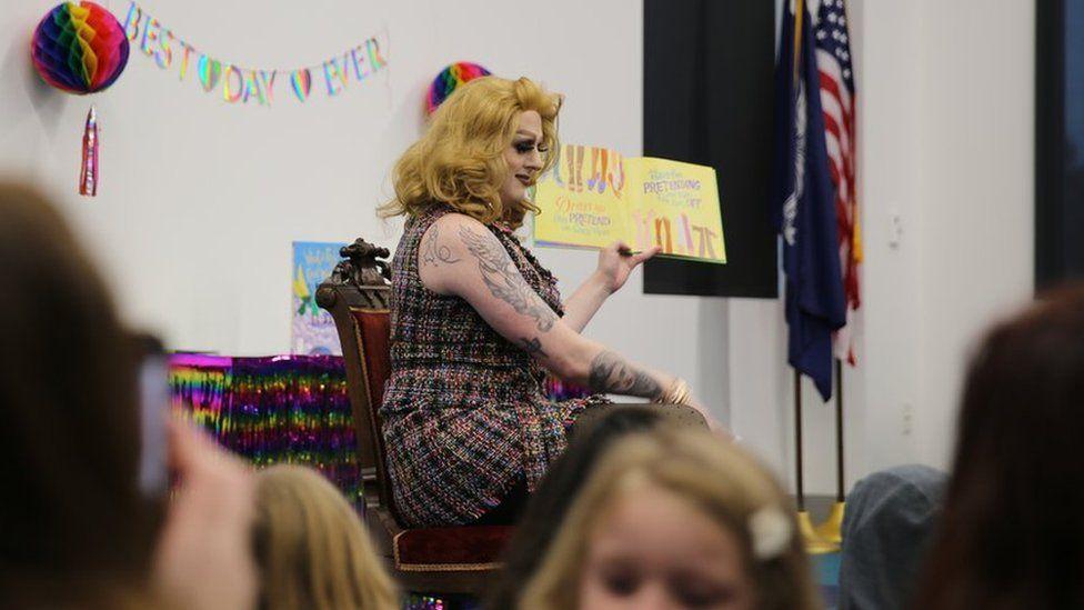 Drag queen Rylee Hunty reading to children