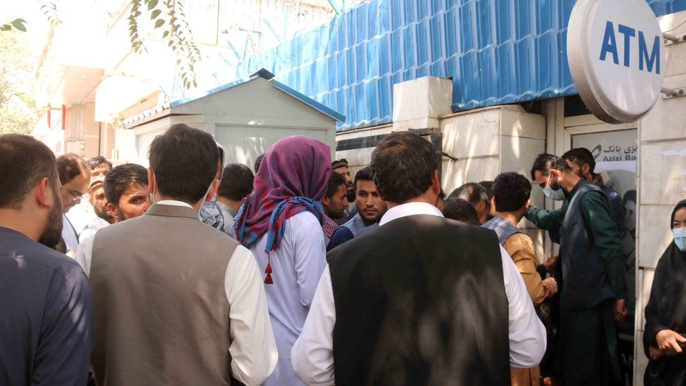 Afghans outside a closed bank in Kabul on 25 August 2021