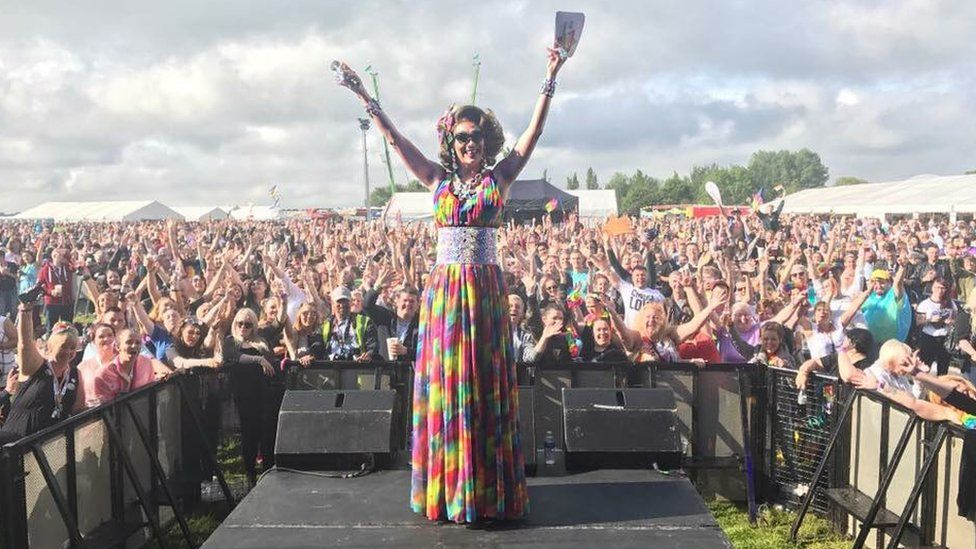 Miss Rory on the main stage