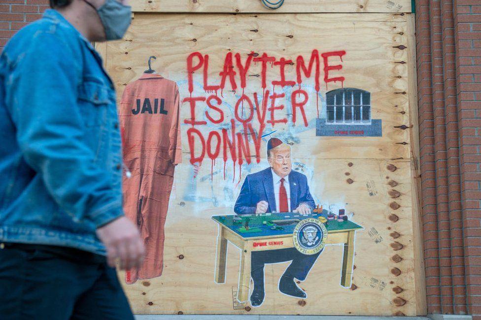 Anti-Trump graffitti