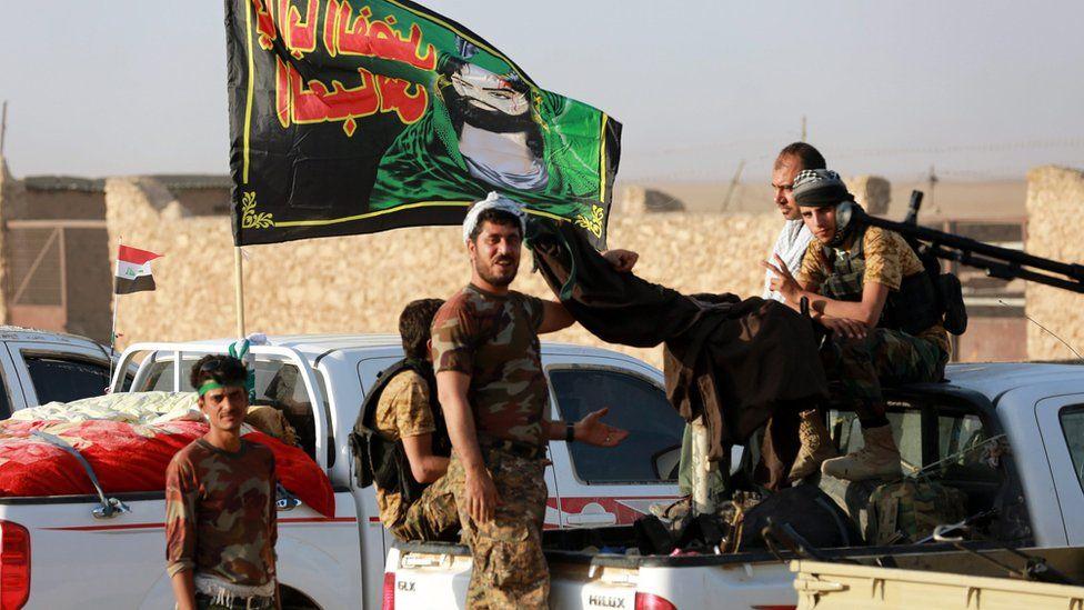 Shia militiamen in the town of Zarka, west of Mosul (31 October 2016)