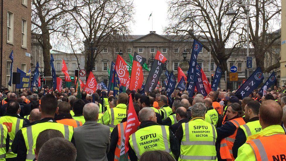 Bus Éireann workers on strike in Dublin