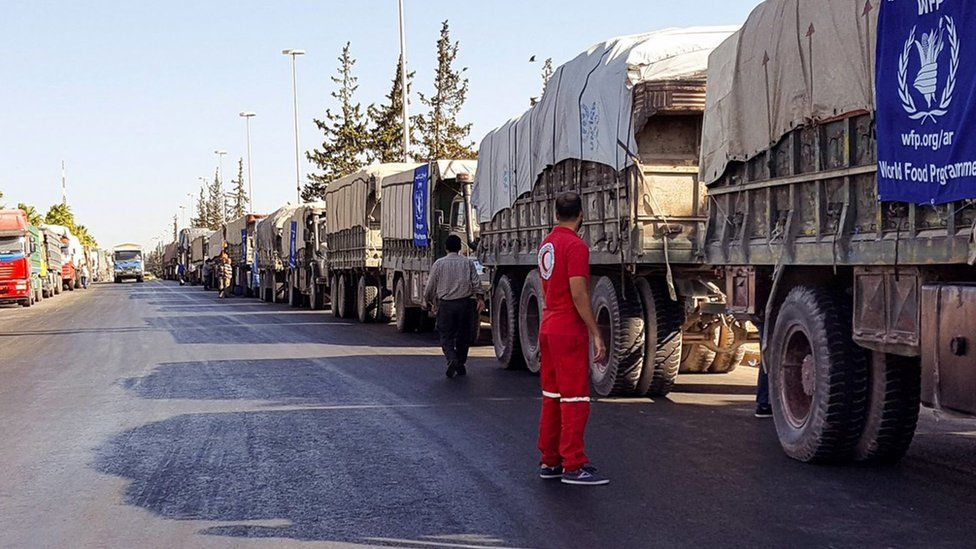 A handout picture made available on the website of Syrian Arab Red Crescent showing an aid convoy of 31 trucks preparing to set off to deliver aid to Urum al-Kubra (19 September 2016)