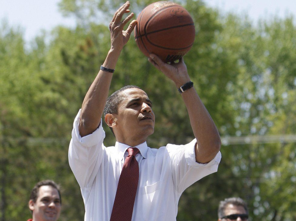 Barack Obama with basketball during presidential campaign, 4 May 08