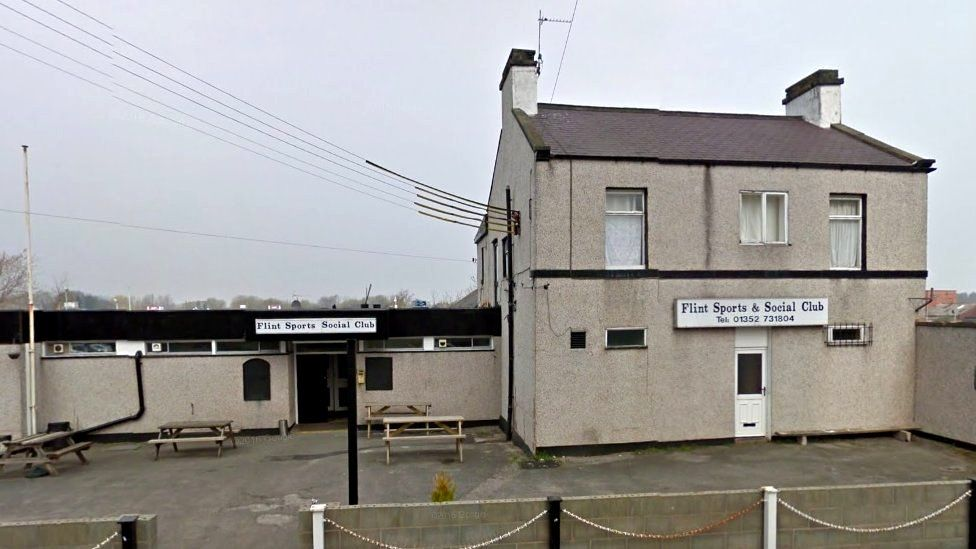 Flint Sports and Social Club before demolition in 2015