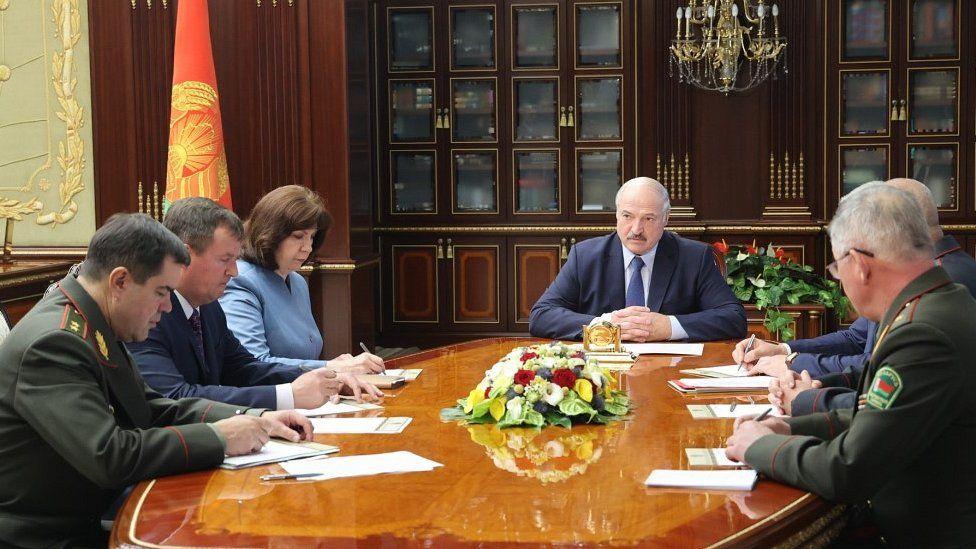 President Lukashenko (C) with top officials, 29 Jul 20