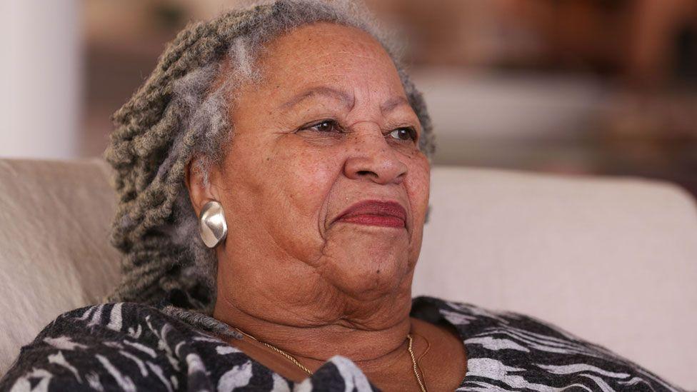 توني موريسون: روايات عن الحب والشفقة ومعاناة السود توجتها بنوبل