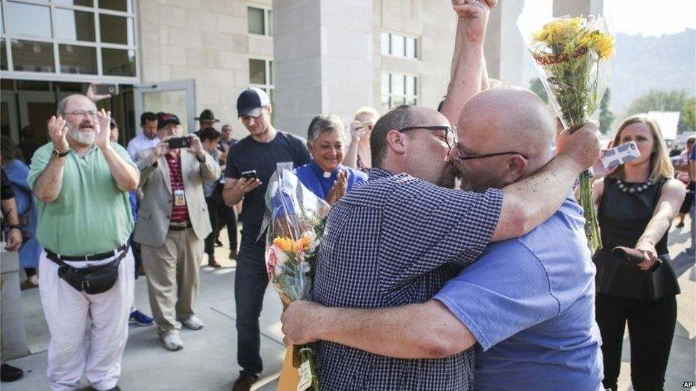 Michael Long, left, and Timothy Long kiss outside the Rowan County Judicial Center in Morehead, Kentucky on 4 September 2015
