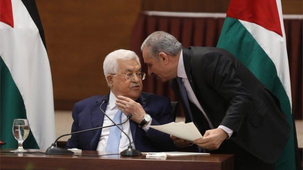 Mahmoud Abbas (seated). File photo.