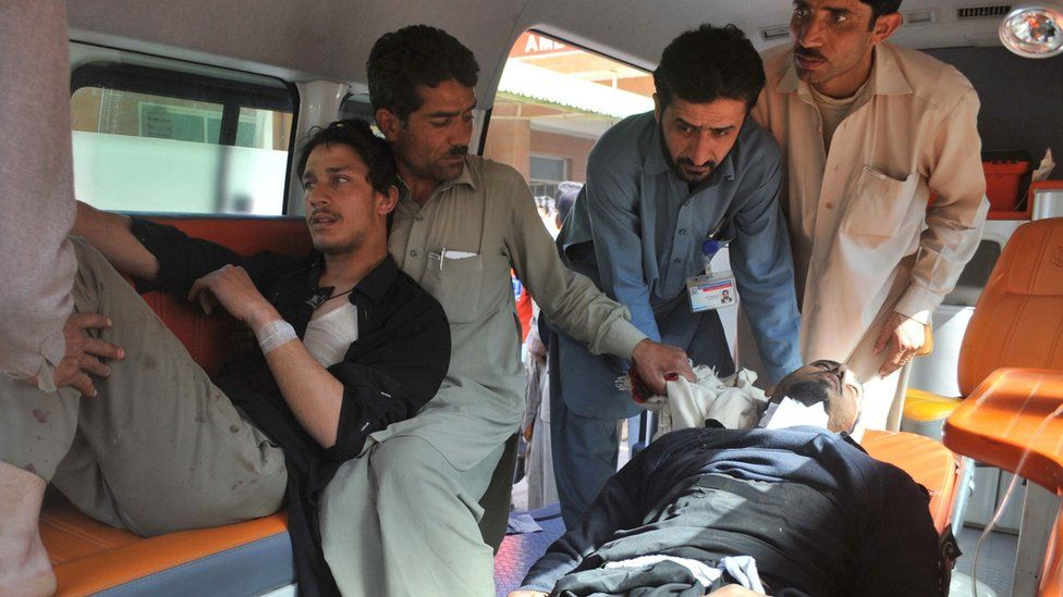 Wounded are taken to hospital in Peshawar on 21 February 2017