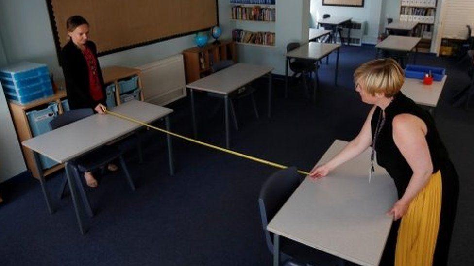 Primary school teachers measure distances inside a classroom