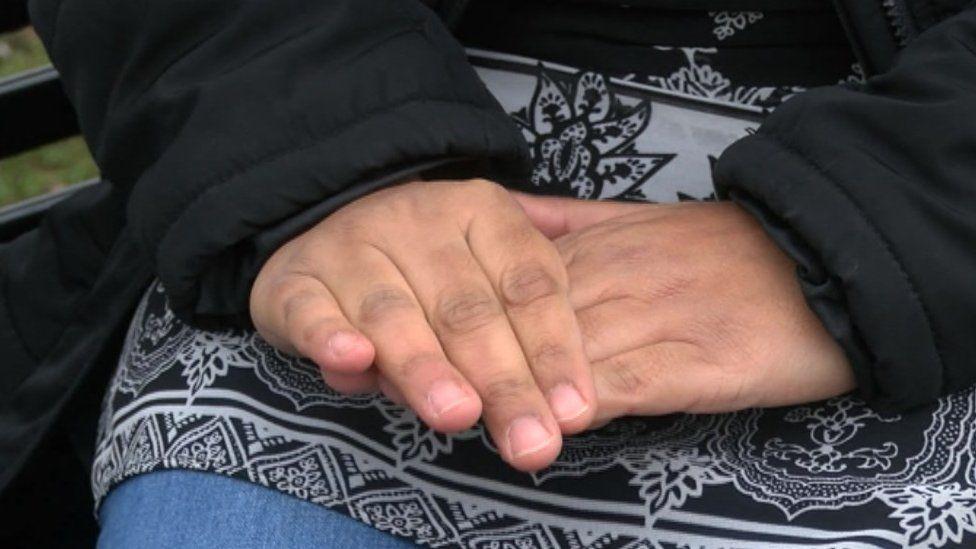Samia's hands