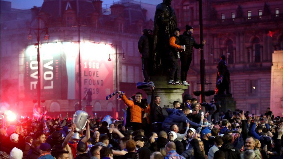 Crowds in George Square