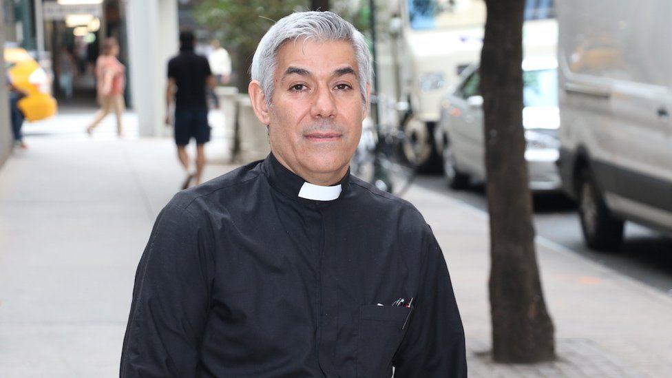 """Quiere ser mi guardián?"""": Fabián Arias, el cura argentino que ..."""
