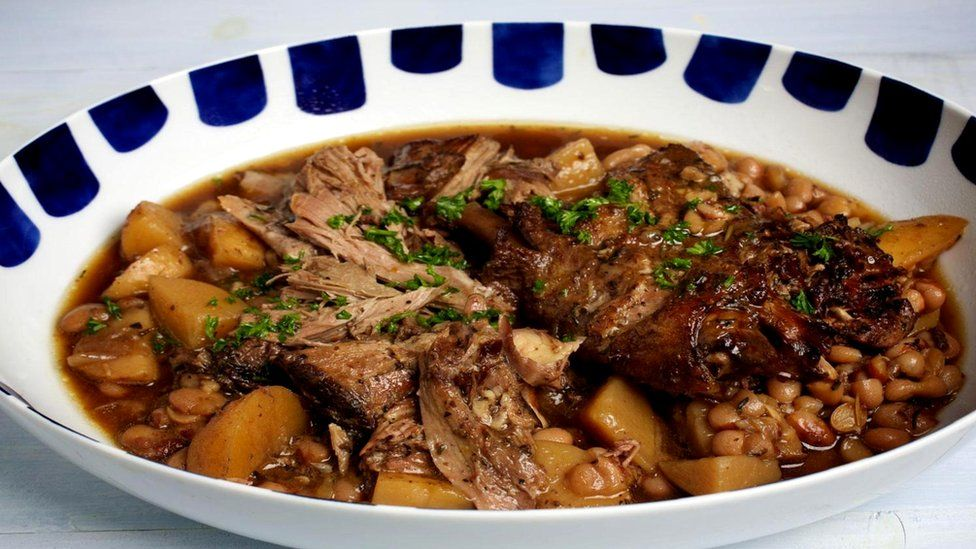 Мирандельская альейра часто добавляется в тушеное мясо с бобами